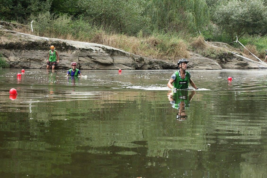 Brodění řeky - na brodění se těšíme, pokud je voda hlubší než po kolena.
