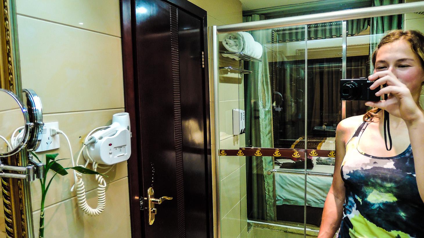 Prosklené pokoje se zrcadly umožňovaly různé kreace.