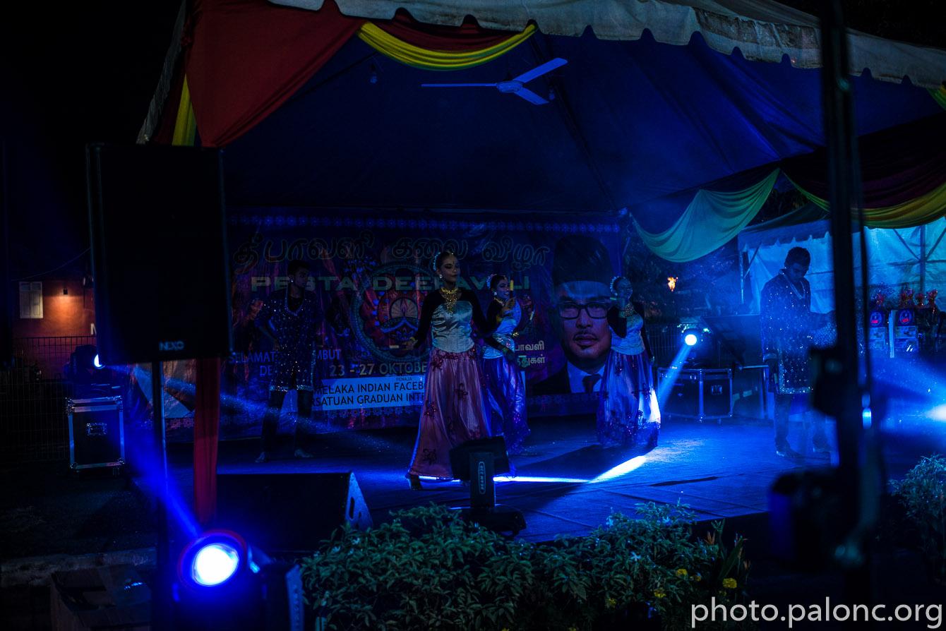 Deepawali/Diwali je největší místní svátek - jeho podstatou je udělat co největší rámus.