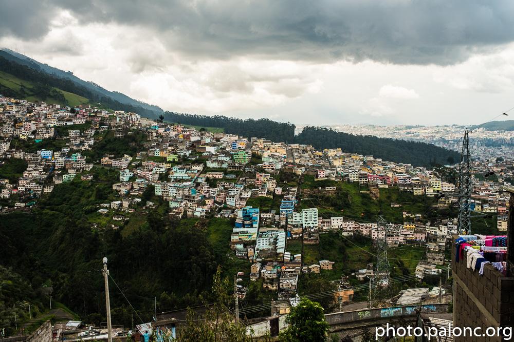 Zpět dolů do Quita - ti nejchudší bydlí nejvýš.