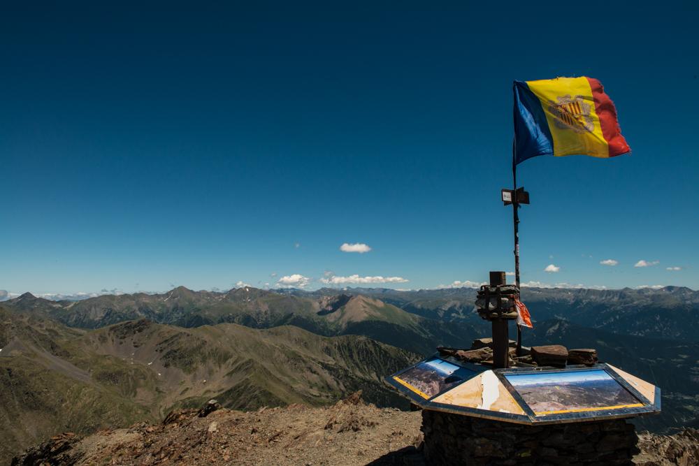 Výhled z Comapedrosa přes celou Andoru.